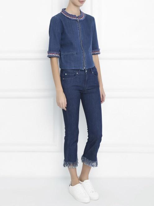 Укороченные джинсы с бахромой - Общий вид