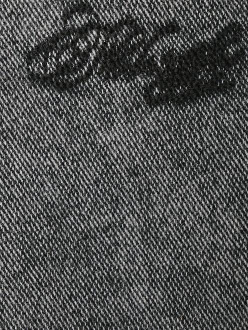 Джинсы с заплатками и стразами - Деталь