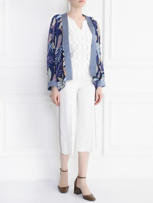 Укороченные брюки с контрастными лампасами - Общий вид