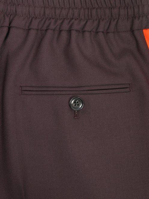 Укороченные брюки с лампасами - Деталь1