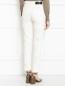 Укороченные джинсы из светлого денима с потертостями Giambattista Valli  –  Модель Верх-Низ1