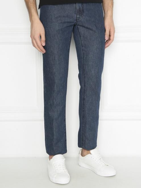 Брюки джинсового кроя из хлопка и льна - МодельВерхНиз