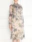 Платье из шелка с цветочным узором Charlotte Bialas  –  Модель Верх-Низ