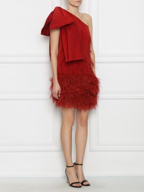 Платье-мини декорированное перьями - МодельВерхНиз