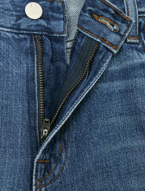Укороченные джинсы с потертостями - Деталь1