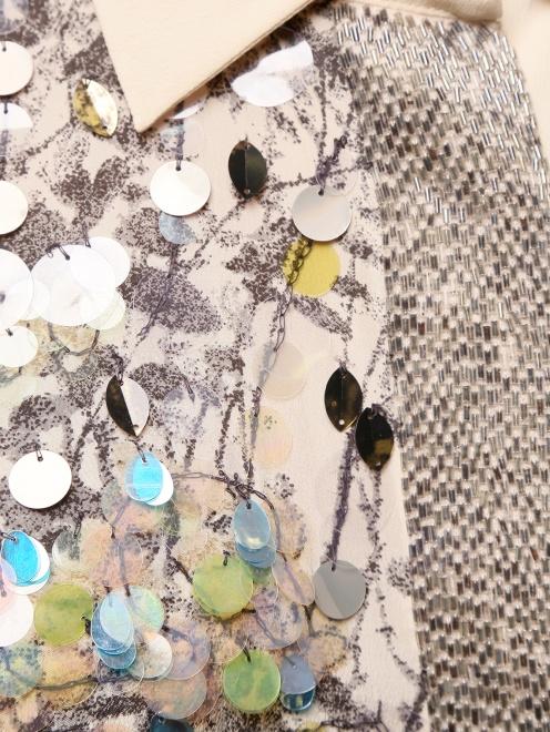 Шелковая блуза с принтом декорированная  пайетками  - Деталь