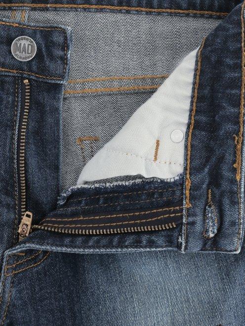 Джинсы декорированные вышивкой и бисером - Деталь1