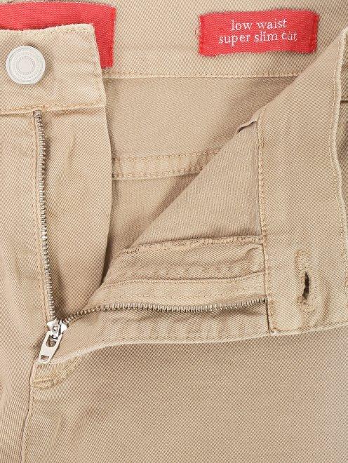 Укороченные джинсы с разрезами - Деталь1