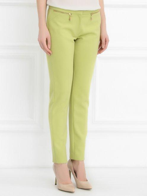Укороченные брюки с металлической фурнитурой - Модель Верх-Низ